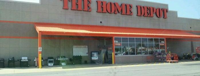 The Home Depot is one of Lugares favoritos de Daina.