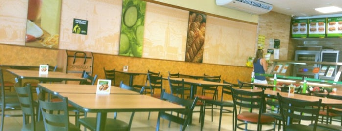 Subway is one of Bares e Restaurantes.