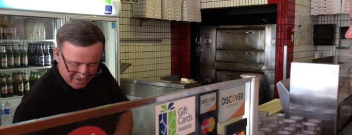 Alfredo's Pizza and Pasta is one of Lugares favoritos de Albert.