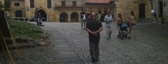Santillana del Mar is one of Les chemins de Compostelle.