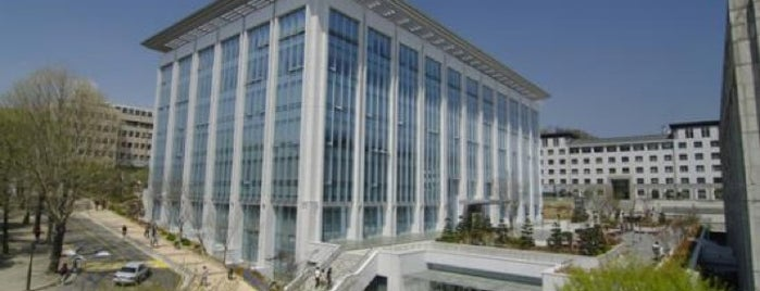 Yonsei University Samsung Library is one of Meri : понравившиеся места.