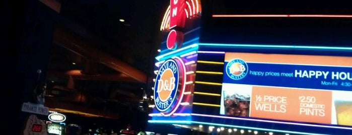 Dave & Buster's is one of Lieux qui ont plu à Javier.
