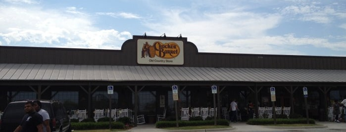 Cracker Barrel Old Country Store is one of สถานที่ที่ BECKY ถูกใจ.
