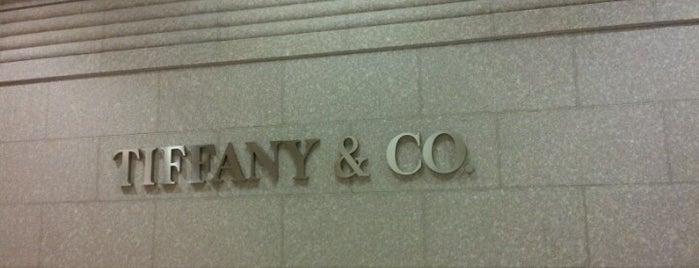 Tiffany & Co. is one of Locais curtidos por Andrea.
