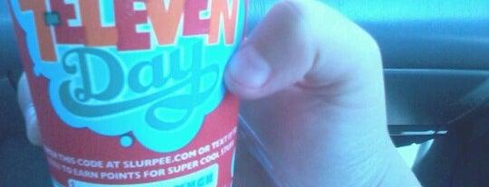 7-Eleven is one of Locais curtidos por Mei.