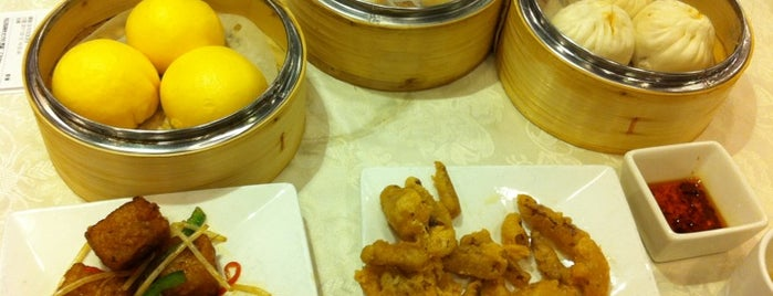Super Star Seafood Restaurant 鴻星海鮮酒家 is one of Best Restaurants in Hong Kong.