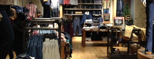 Levi's Store is one of chicagoontherun.