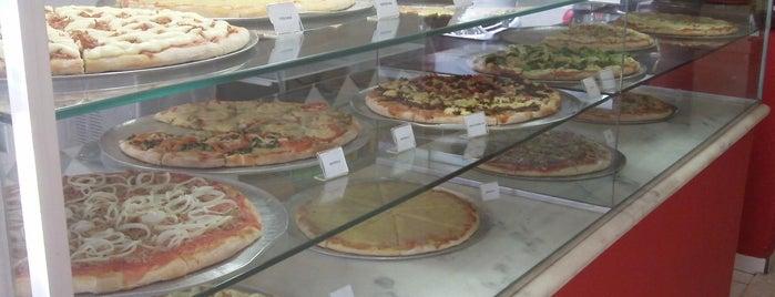 Vitrine da Pizza - Pizza em Pedaços is one of Locais salvos de Dani.