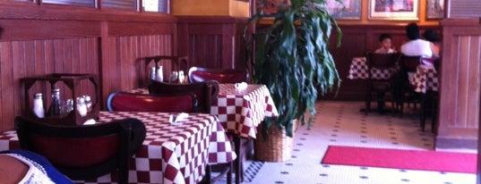 Giordano's is one of Lugares favoritos de Peggy.