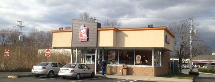 Dunkin' is one of สถานที่ที่ Lindsaye ถูกใจ.