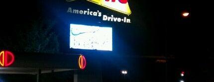 Sonic Drive-In is one of Tempat yang Disukai JL Johnson.