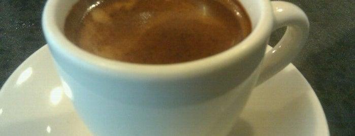 Gizzi's Coffee is one of สถานที่ที่ Charles ถูกใจ.