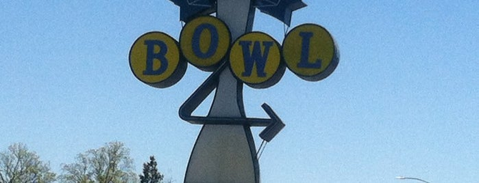 Pacific Avenue Bowl is one of Central CALIFORNIA vintage signs.