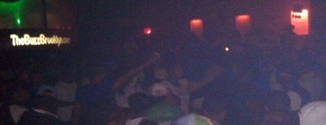 The Buzz Nightclub is one of Locais salvos de Dwayne.