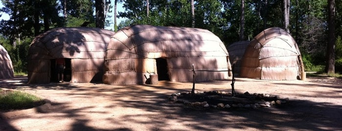 Jamestown Indian Village is one of Locais curtidos por Michael.