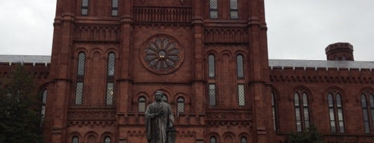 Smithsonian Institution Building (The Castle) is one of Top 10 tempat turis di Washington DC.