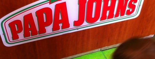 Papa John's Pizza is one of Lieux qui ont plu à Carl.