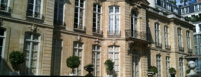 Hôtel de Matignon is one of Locais curtidos por Boris.