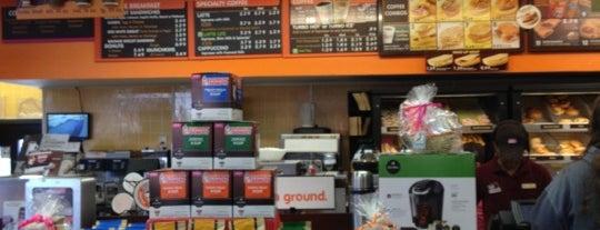 Dunkin' is one of Tempat yang Disukai Chandler.