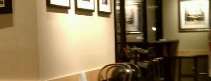 Starbucks is one of Locais curtidos por Christy.