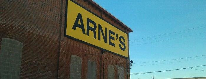 Arne's is one of Orte, die Safia gefallen.