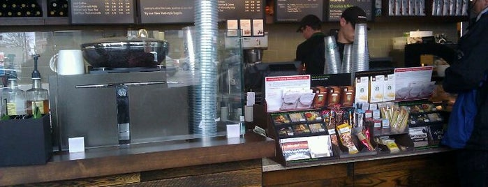 Starbucks is one of Lugares favoritos de Sean.