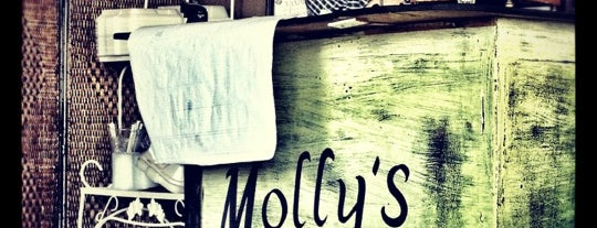 Molly's Café is one of Tempat yang Disukai Samantha.