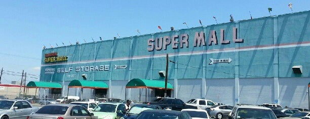 Slauson Super Mall is one of Leezyさんの保存済みスポット.