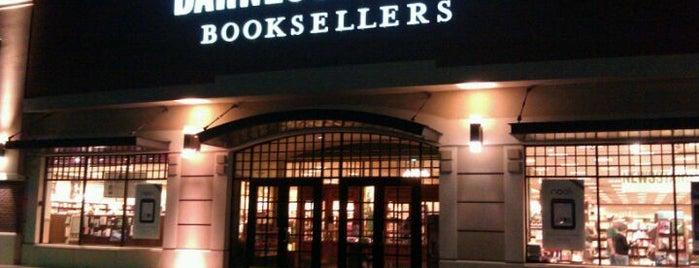 Barnes & Noble is one of Nicole'nin Beğendiği Mekanlar.