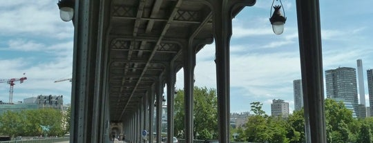Pont de Bir-Hakeim is one of Paris.