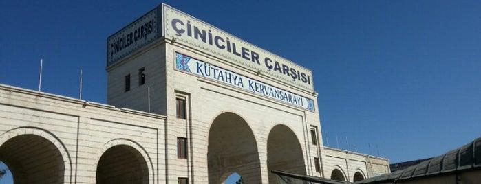 Kütahya Kervansarayı - Çiniciler Çarşısı is one of Lieux qui ont plu à Yasin.