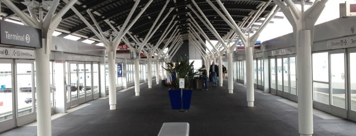SFO AirTrain Station - Terminal 3 is one of Lieux qui ont plu à Alberto J S.