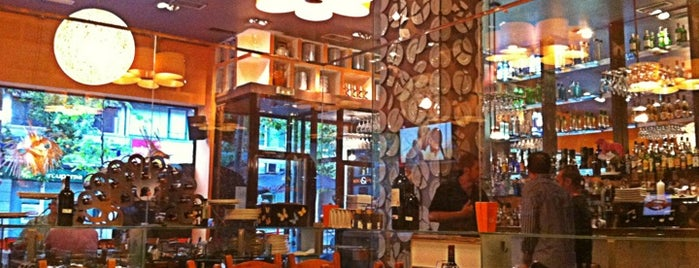 Rock & Vinos is one of Comer en Madrid.