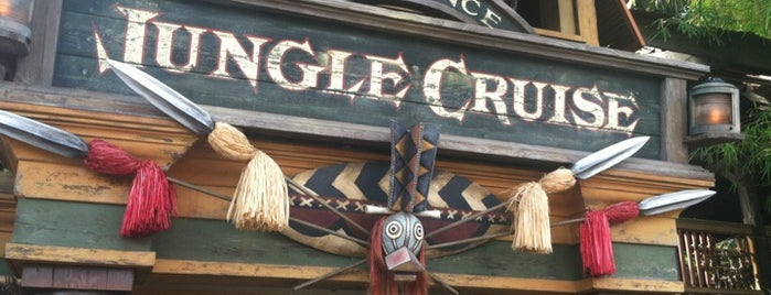 Jungle Cruise is one of Tempat yang Disukai Stephania.