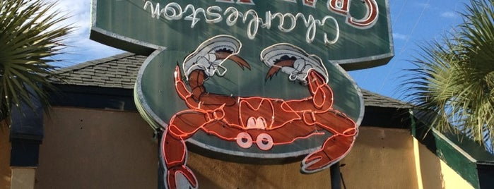 Charleston Crab House is one of Tempat yang Disukai Ilse.