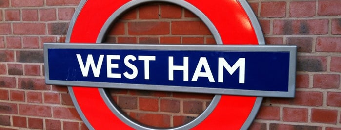 West Ham Railway Station (WEH) is one of Locais curtidos por Carl.