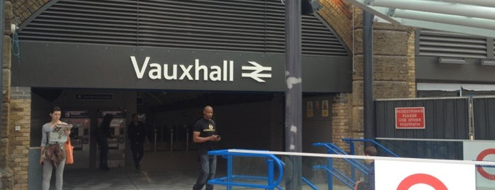 Estación de Vauxhall is one of Railway stations visited.
