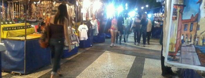 Feirinha de Artesanato de Copacabana is one of Passeios.