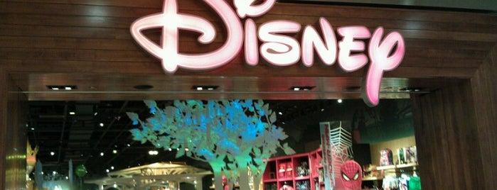 Disney store is one of Lindsey'in Beğendiği Mekanlar.
