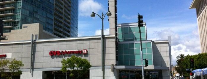 CVS pharmacy is one of Lugares favoritos de Natia.