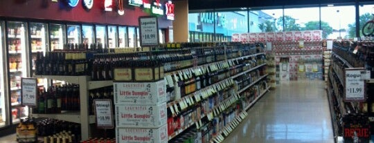 Binny's Beverage Depot is one of Elyse's Liked Places.