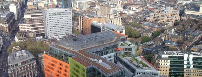 Central St Giles Piazza is one of Locais curtidos por jordi.