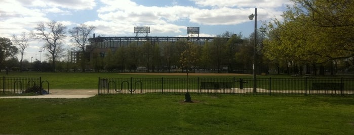 Armour Square Park is one of Chicago Park District Fitness Centers.