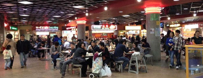 Crystal Mall Food Court is one of Joe 님이 좋아한 장소.