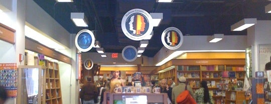Hue-Man Bookstore & Cafe is one of Lugares guardados de Cornelius.