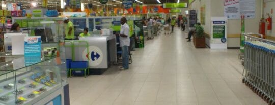 Carrefour is one of Orte, die Adriane gefallen.