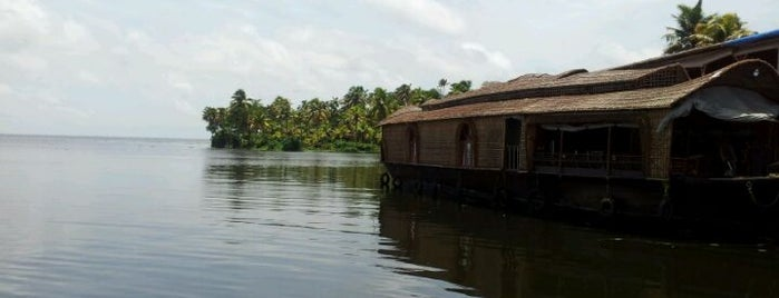 Lake Vembanad is one of Incredible India.