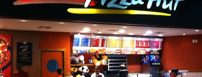 Pizza Hut is one of Lugares favoritos de Fernanda.