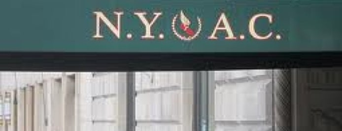 NYAC Tap Room is one of Lugares favoritos de Emily.