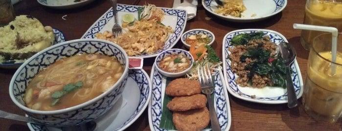 Jittlada Thai Cuisine is one of Lieux qui ont plu à Ria.